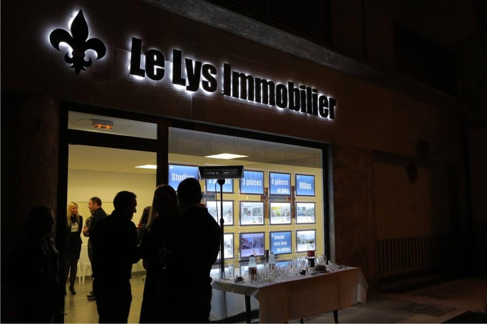 Lettres rétro éclairée PVC 19 mm noir - Le Lys Immobilier à Cannes
