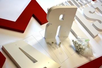 entretoises de fixation pour lettres PVC relief