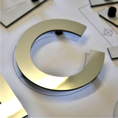 lettre découpée aluminium