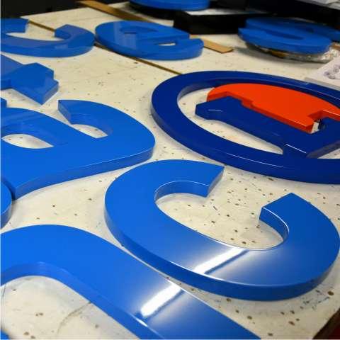 lettres PVC peintes enseigne peinture