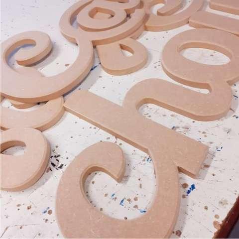 Prénoms et lettres découpées en bois MDF